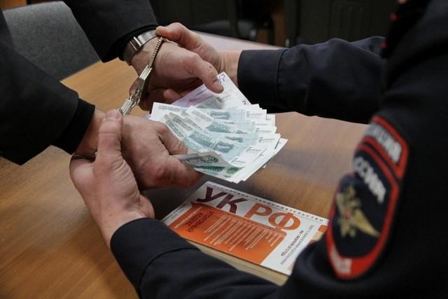 В Первомайском районе сотрудники полиции задержали гражданина иностранного государства за дачу взятки должностному лицу