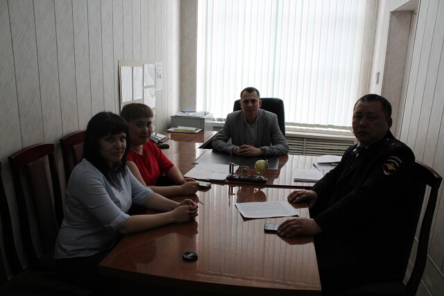 Сотрудники Первомайской полиции приняли участие  в заседании круглого стола по теме «Явление терроризма и экстремизма в современном мире»