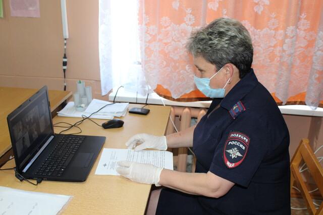 Первомайские полицейские совместно с общественниками дистанционно провели занятия с учащимися школы по профилактике киберпреступности