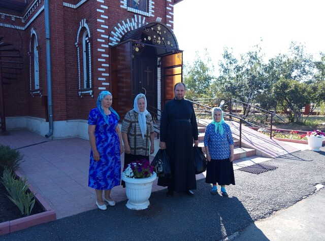 При финансовой поддержке Синодального отдела по благотворительности добровольческая служба «Милосердие» закупила продукты питания для нуждающихся подопечных семей для всей Бузулукской епархии