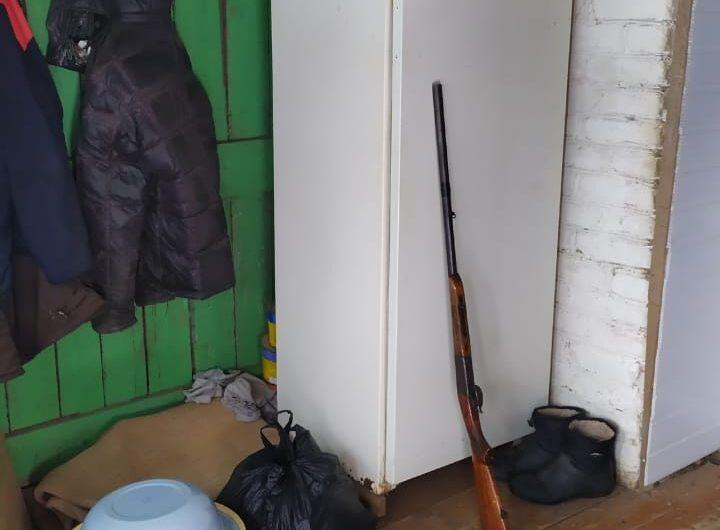 Сотрудниками полиции задержан житель Первомайского района, который подозревается в незаконном сбыте оружия