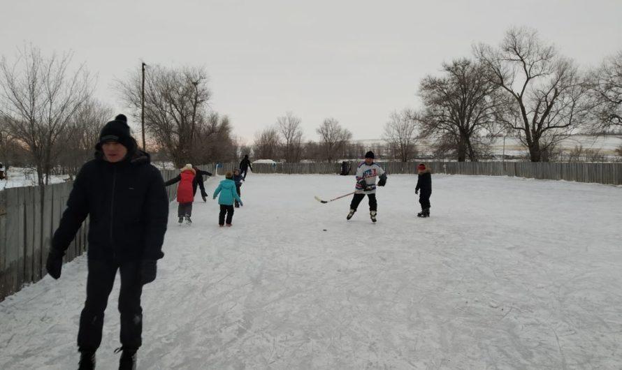 В посёлке Сергиевка открыт долгожданный хоккейный корт