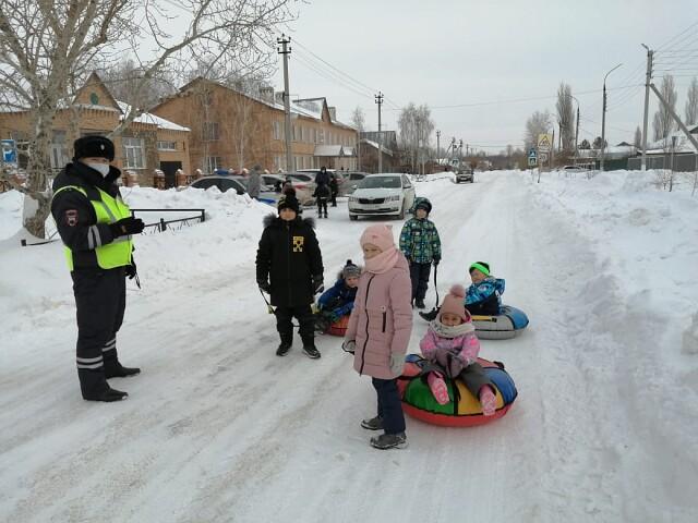 Сотрудники Госавтоинспекции Первомайского района рассказали школьникам об опасностях зимних забав вблизи дороги