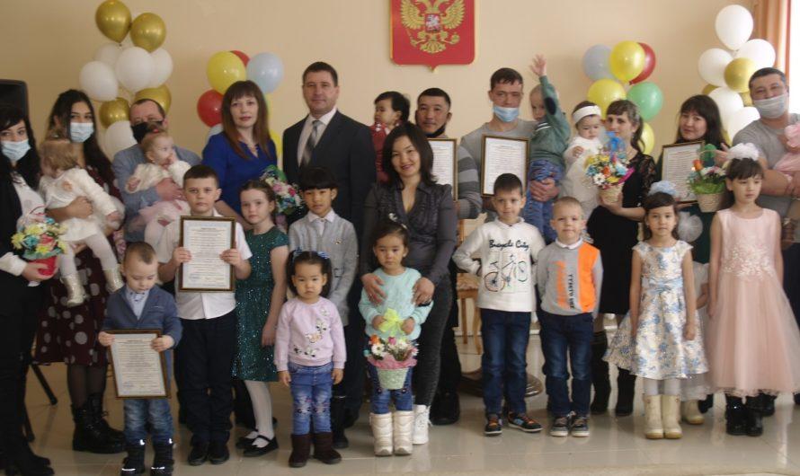 Жители сёл Первомайского района получили выплаты на приобретение жилья