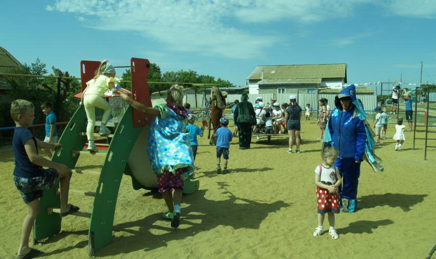 Сегодня в Каменном состоялось очень значимое для всего села событие – открылась новая детская игровая площадка