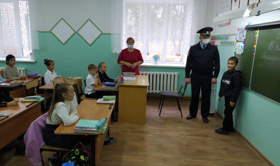 Первомайские полицейские совместно с общественниками в рамках профилактического мероприятия «Неделя безопасности» провели акцию «ЗАСВЕТИСЬ»