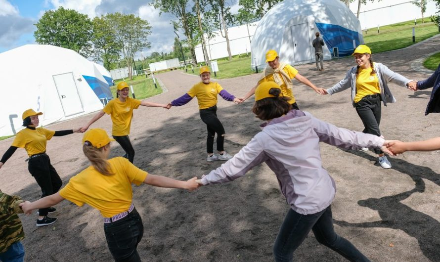 Одиннадцать лагерей примут юных оренбуржцев во время осенних каникул